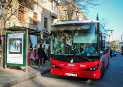 """Daha iki sərnişin avtobusu nağdsız ödənişə keçdi - <span class=""""color_red"""">FOTO</span>"""