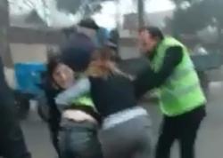 """Polisdən qadınların kişini küçədə döyməsi videosuna <span class=""""color_red"""">REAKSİYA</span>"""