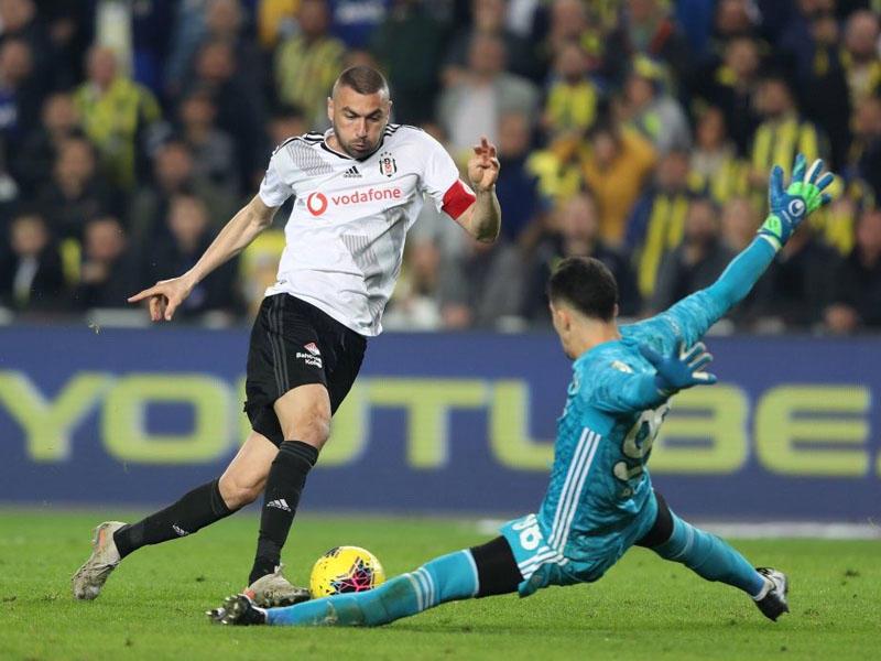 Türkiyə millisinin üzvü İstanbul klubunda oynamağa davam edəcək