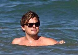 DiKaprio 11 saat dənizdə qalan adamı ölümdən qurtardı