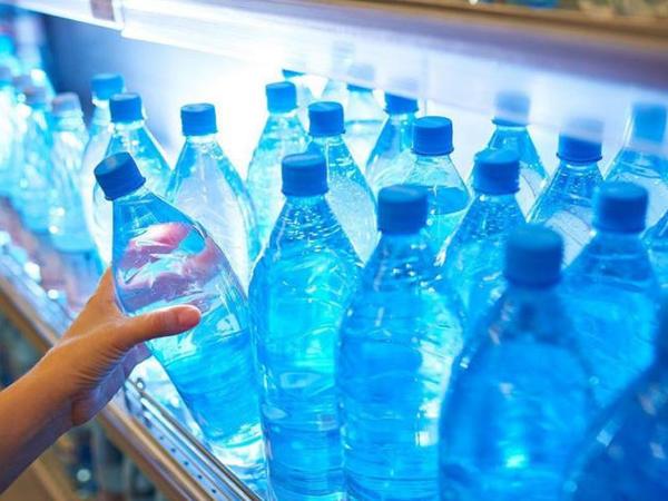 Plastik su qablarını təkrar istifadə edəndə nə baş verir?