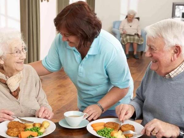 Yaşlı insanların az yeməsi onları tez öldürür - Necə qidalanmalı?