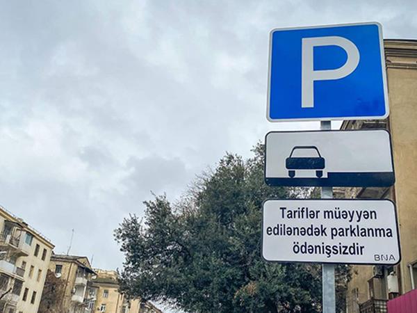 """Bakıda """"parklanma ödənişsizdir"""" lövhələri qoyuldu - FOTO"""