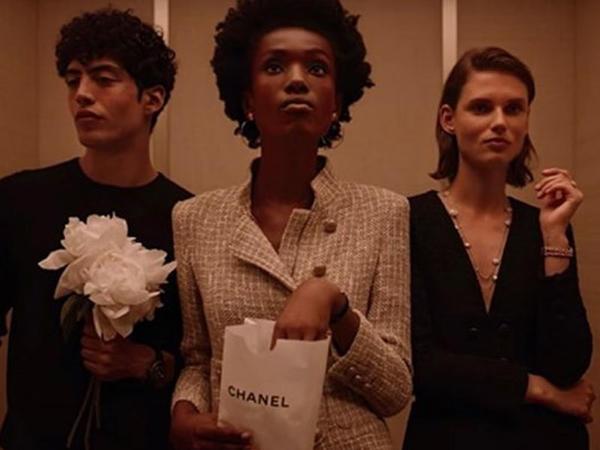 Chanel özünün yeni reklam çarxında Aya lift qaldırdı – VİDEO
