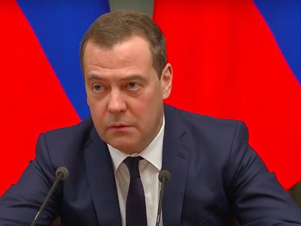 """Medvedev istefa xəbərini belə verib - <span class=""""color_red"""">VİDEO</span>"""