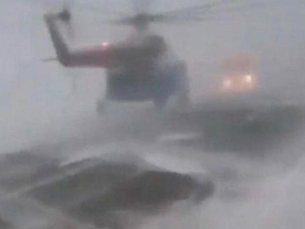 Helikopter magistral yola endi - Təşviş dolu anlar