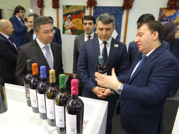 """Azərbaycan məhsulları Berlində """"Beynəlxalq Yaşıl Həftə"""" sərgisində təqdim olunur - FOTO"""