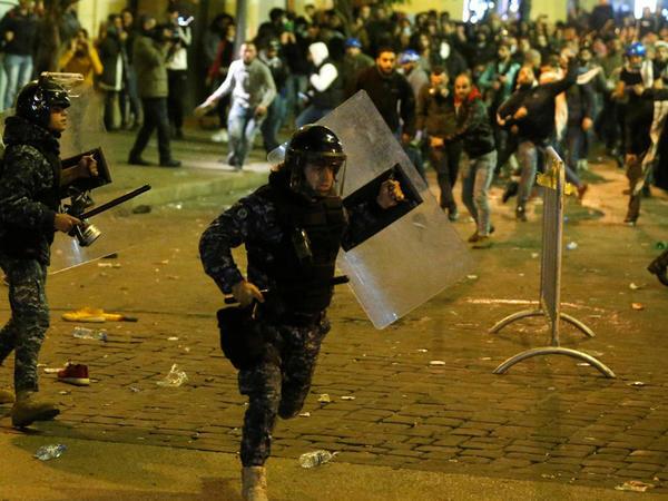 """Beyrutda toqquşmalar: <span class=""""color_red"""">165 nəfər yaralandı - FOTO</span>"""