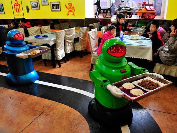 Robotların fəaliyyət göstərdiyi restoranlar iflasa uğrayır