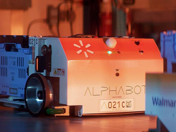 """""""Walmart"""" sifarişləri toplayan robotları sınaqdan keçirir"""