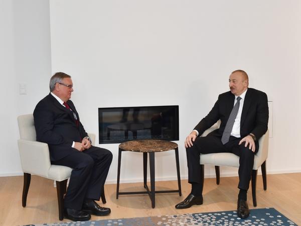 """Prezident İlham Əliyev Davosda """"VTB Bank""""ın prezidenti ilə görüşüb"""
