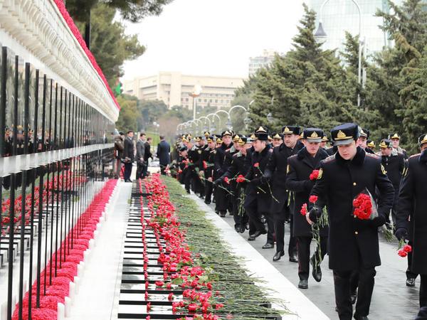Daxili İşlər Nazirliyinin şəxsi heyəti 20 Yanvar şəhidlərinn əziz xatirəsini yad ediblər - FOTO