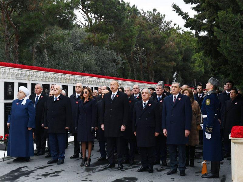 Prezident İlham Əliyev və birinci xanım Mehriban Əliyeva 20 Yanvar şəhidlərinin əziz xatirəsini yad ediblər