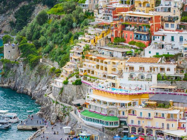 """İtaliyada tarixi binalar satışa çıxarıldı - <span class=""""color_red"""">Qiyməti 1 avro</span>"""