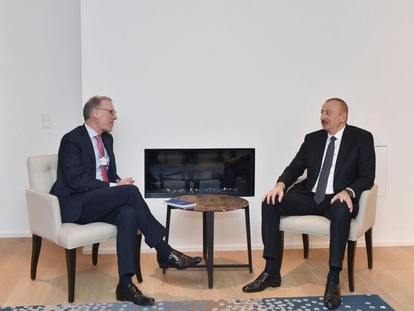 """Prezident İlham Əliyev Davosda """"Carlsberg Group"""" şirkətinin baş icraçı direktoru Cees't Hart ilə görüşüb - FOTO"""