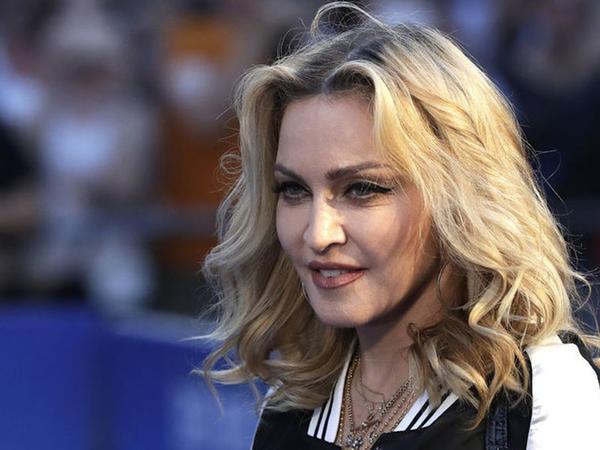 """Madonna konsertə dəqiqələr qalmış səhnəyə çıxmaqdan <span class=""""color_red""""> İMTİNA ETDİ</span>"""