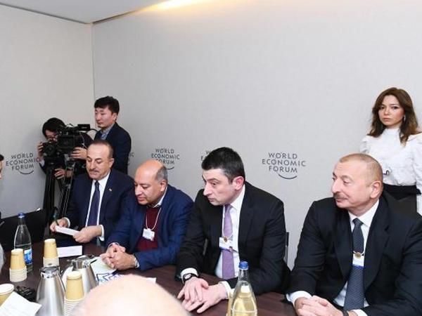 Prezident İlham Əliyev Dünya İqtisadi Forumu çərçivəsində keçirilən iclasda iştirak edib - FOTO