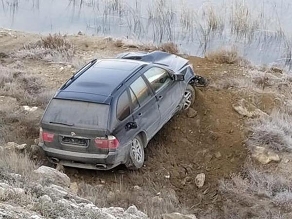 """Bakıda qəza: """"BMW X5"""" dərəyə yuvarlandı - VİDEO - FOTO"""