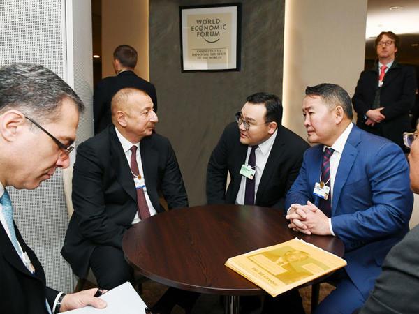 Prezident İlham Əliyev Davosda Monqolustan Prezidenti ilə görüşüb - FOTO