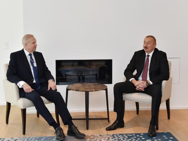 Prezident İlham Əliyev Davosda BP şirkətinin baş icraçı direktoru Robert Dadli ilə görüşüb - VİDEO - FOTO