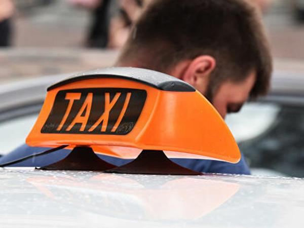 28 saat fasiləsiz işləyən taksi sürücüsü sükan arxasında öldü
