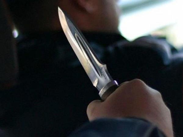 """Bakıda taksi sürücüsünə hücum: <span class=""""color_red"""">Boğazına bıçaq dirəyib soydular</span>"""