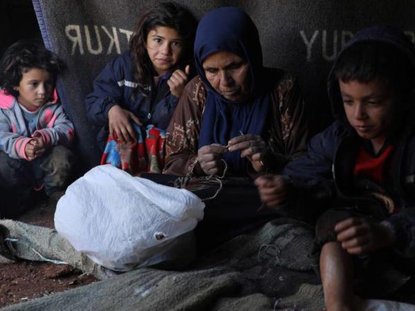 Türkiyənin yardım qrupları suriyalı qaçqınlar üçün evlər tikməyə başlayıb
