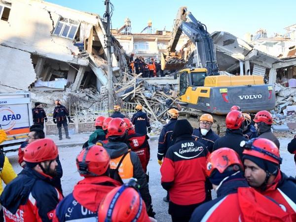 Türkiyədə dağıntılar altından 40 nəfər çıxarılıb