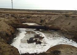 Bakının bu ərazisində çirkab suları dənizə axıdılır - FOTO