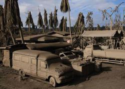 Vulkan püskürəndən sonra qara-ağ dünya - FOTO