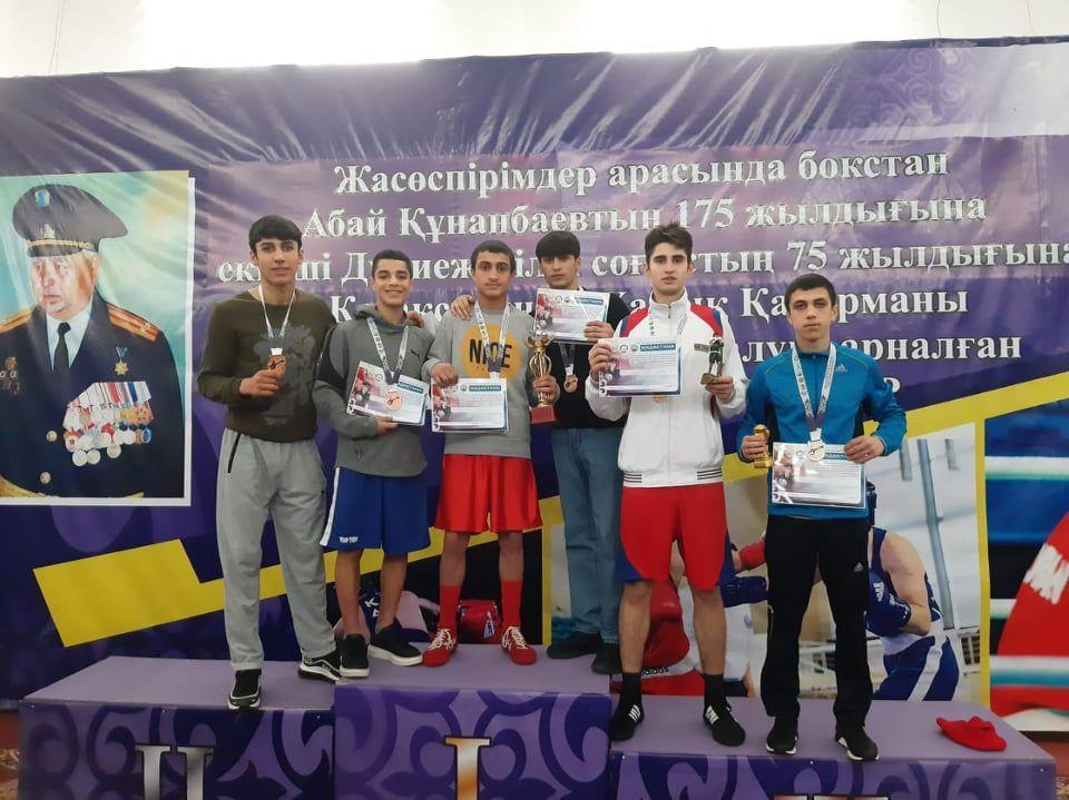 Qazaxıstandan 8 medalla qayıtdılar -