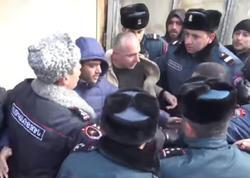 Yerevanda etirazçılarla polis arasında insident yaşandı