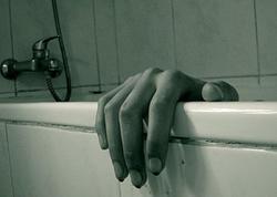 Vannaya düşən mobil telefon gənc qızın həyatına son qoydu