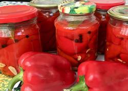 """Közlənmiş qırmızı bibər konservası - Usta öz sirlərini açır - <span class=""""color_red"""">VİDEO</span>"""