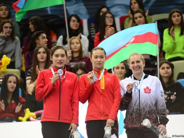 Batut gimnastikasında fərdi proqramda qaliblər və mükafatçıların mükafatlandırma mərasimi olub - FOTO