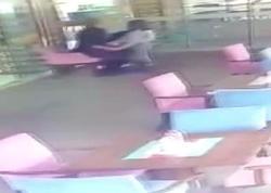 50 yaşlı satıcının çörək almağa gələn uşağa əxlaqsızlığı kameraya düşdü - VİDEO