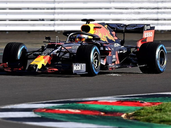 Red Bull Racing yeni bolidini trekə çıxarıb - FOTO