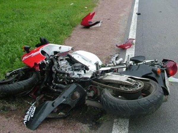 """İmişlidə """"Mercedes"""" motosikletlə toqquşdu: <span class=""""color_red"""">ölən var</span>"""
