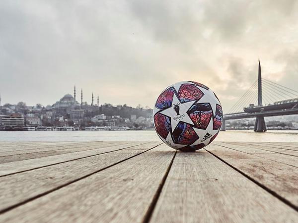 """Çempionlar Liqasının yeni topu - <span class=""""color_red"""">FOTO</span>"""