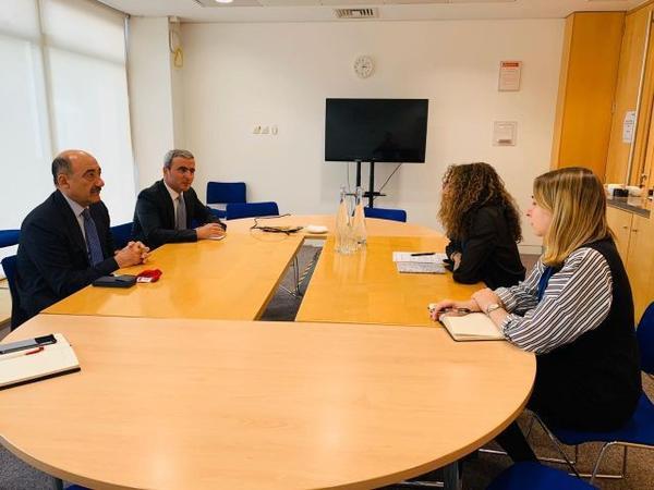 Əbülfəs Qarayev Londonda Britaniya Şurasının baş ofisində görüş keçirib