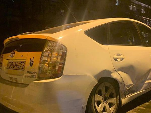Bakıda iki avtomobil toqquşub, xəsarət alan var - VİDEO - FOTO