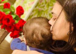 """Oksana ilk dəfə oğlu ilə FOTO paylaşdı, <span class=""""color_red"""">üzünü gizlətdi</span>"""
