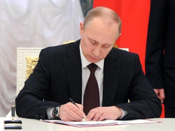 Putinin avtoqrafı hərracda 340 min rubla satıldı