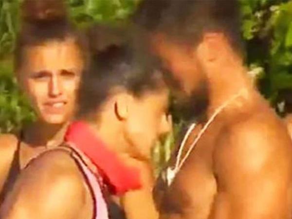 """&quot;Survivor&quot;da qız iştirakçı oğlana kəllə vurub, burnunu sındırdı - <span class=""""color_red"""">VİDEO</span>"""