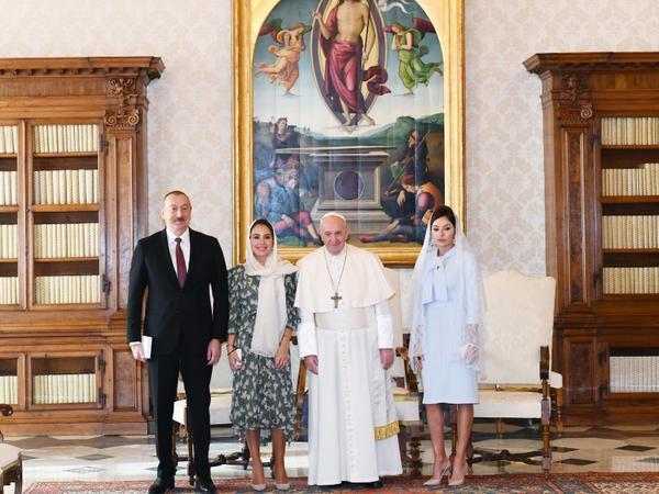 Prezident İlham Əliyev və birinci xanım Mehriban Əliyeva Vatikanda Papa Fransisk ilə görüşüblər - VİDEO - FOTO