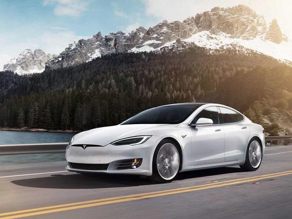 Digər avtomobil istehsalçıları Tesla-dan 6 il geridə qalırlar