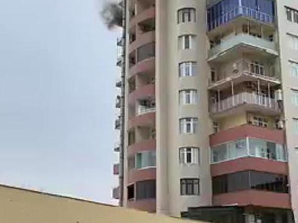 Bakıda 16 mərtəbəli yaşayış binası yanır - ANBAAN VİDEO