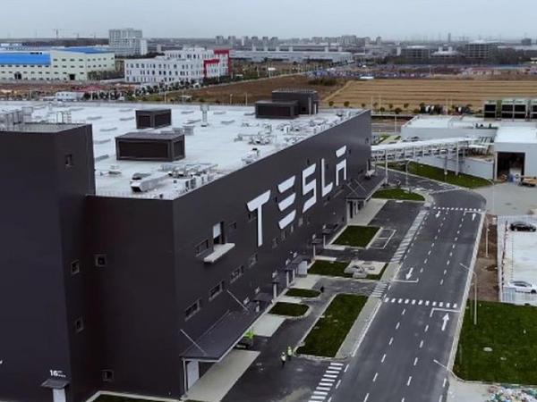 Almaniyadan Tesla-ya yaşıl işıq