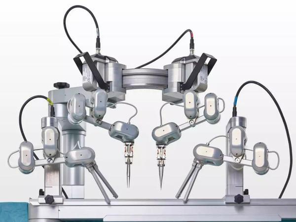 Robot ilk dəfə mikrocərrahiyyə əməliyyatı keçirib
