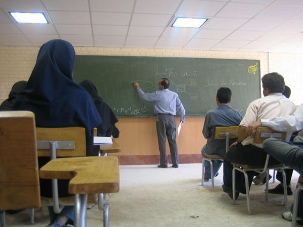 """İranda məktəb və universitetlər bağlanır - <span class=""""color_red"""">Komitə qərar verdi</span>"""